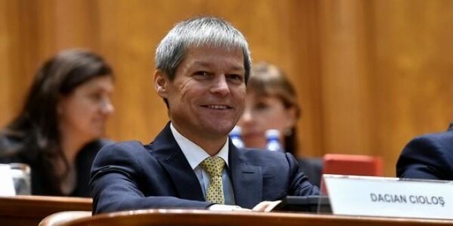 Membrii Cabinetului Cioloş sfidează Parlamentul. Ce au făcut doi miniștri tehnocrați