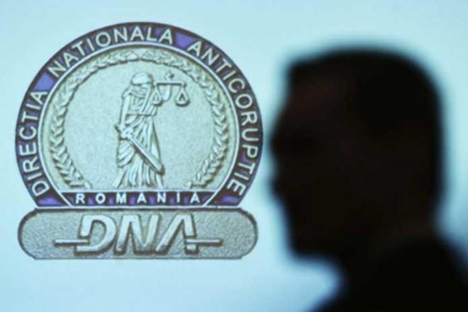 25 de pagini cu semnături FALSE pentru PNL București, pe masa DNA