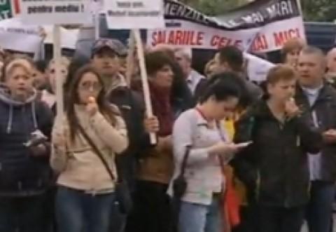 Protest uriaş la uşa lui Klaus Iohannis: Ce vor oamenii care au ieşit în stradă