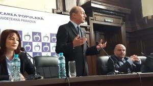 Traian Băsescu a ţinut un discurs la Ploieşti, alături de Cătălina Bozianu. Ce a spus fostul preşedinte