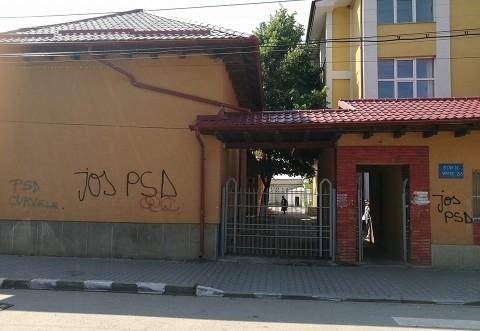 """Asa respecta """"liberalii"""" scolile din Prahova. Sa ne asteptam la ce-i mai rau, dupa alegeri"""