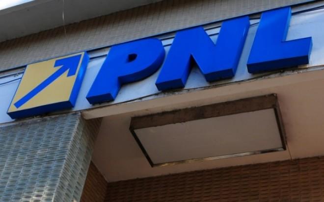 Descoperire-BOMBĂ a procurorilor: Mită în sediul PNL şi în sediul Poliţiei