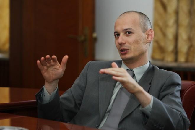 Viceguvernatorul BNR Bogdan Olteanu, reţinut joi noaptea pentru trafic de influenţă
