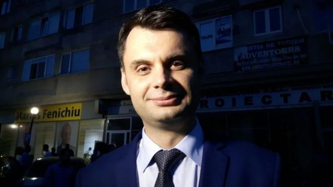 Ploiestenii semneaza petitia pentru demiterea lui Adrian Dobre. Vezi mesajele cetatenilor