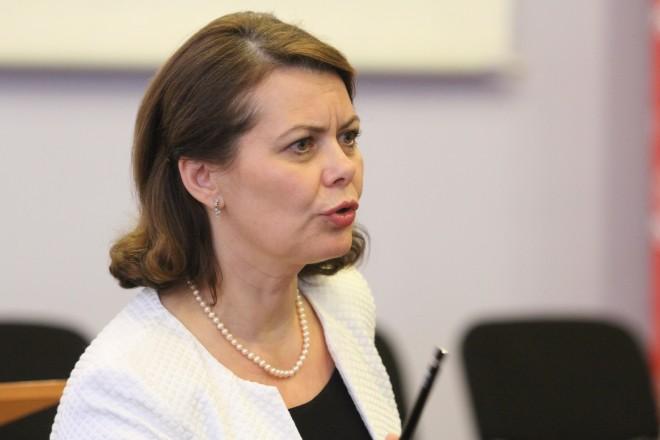 SUPRIZA DE PROPORTII/ Bine cotata in sondajele PSD si celebra pentru legea antifumat, deputata Aurelia Cristea nu mai figureaza pe liste pentru alegerile parlamentare