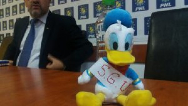 Disney show ep. 2: PLN a adus o mascota cu Donald la conferinta de presa