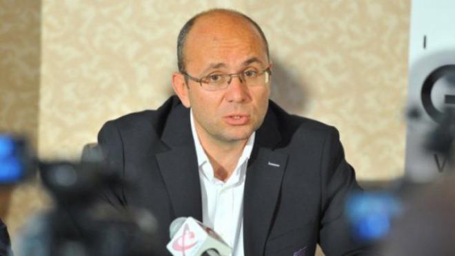 """Cozmin Guşă: """"Proiectul amnistiei ar trebui discutat cu seriozitate. Trebuie să fim prietenoși cu oamenii de afaceri"""""""
