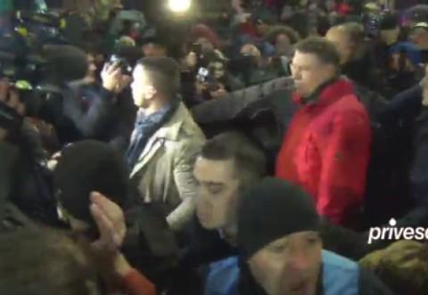 """Prezenta lui Iohannis in Piata demonstreaza manipularea societatii civile de catre politicieni. """"Daca jandarmii nu-l amendeaza, nu exista stat de drept"""""""
