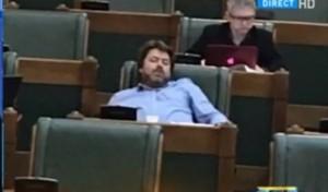 """Nici PNL nu-i mai suporta pe USR-isti: """"Uitati-va la el, are 170 de milioane lei pe lună şi doarme în Parlament"""""""