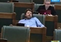 Senatorul SOMNOROS al USR plătește ca să dezmintă că nu doarme în Parlament / FOTO