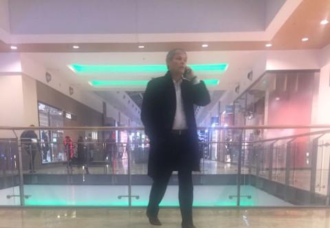 Dacian Ciolos, surprins in mall la Baneasa. Intalnire cu un afacerist misterios!