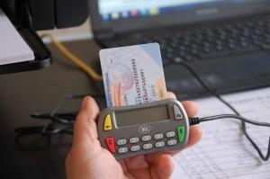 Proiect de lege privind cartea electronică de identitate. Cardul ar fi desfiinţat