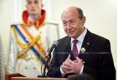 Băsescu este din nou cetățean al RM. Judecătoria Centru a suspendat decretul lui Dodon