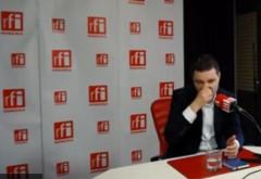 Nicusor Dan a dat cu mucii in studioul RFI Romania. La propriu