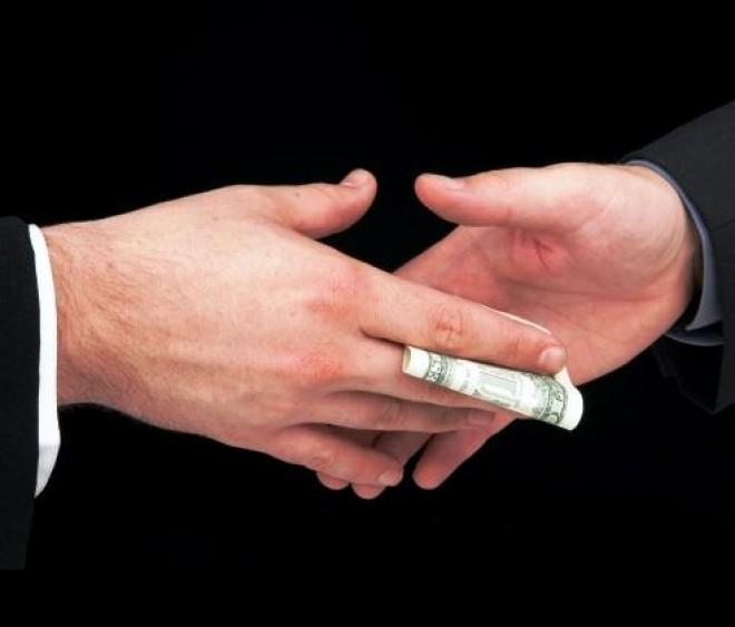 Cine e directorul firmei abonata la banii publici, care a dat mita in campanie, la Ploiesti