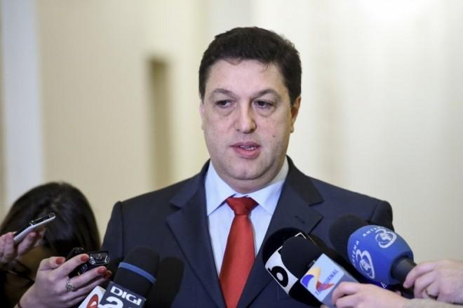 """Şerban Nicolae, război contra lui Augustin Lazăr: """"Dl. Lazar sa se ocupe de ce are de facut ca procuror general platit cu 300 de milioane de lei vechi pe luna si sa lase parlamentul sa isi desfasoare activitatea pentru care a fost ales"""""""