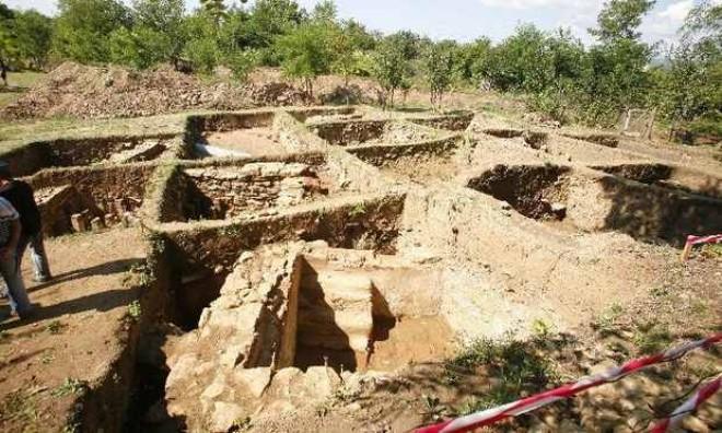 Băile romane din Dumbrăveşti vor fi împrejmuite. 13 cetăţeni, expropriaţi