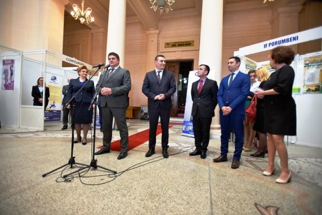 """Expoziţia """"Fabricat în Moldova"""", deschisă la Ploieşti"""