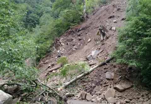 Areale de risc la alunecări de teren în 12 localităţi din Prahova