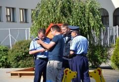 Incident la o sectie de votare din Baicoi. Un barbat a fost amendat cu 2.200 lei pentru ca a incercat sa voteze cu toate ca ii era INTERZIS!