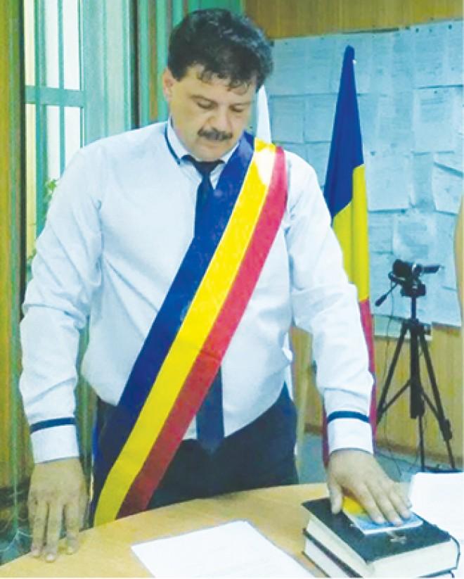 SURSE/ Primarul din Dumbrava a primit MITA in bani si aparate de aer conditionat, in padurea din localitate!