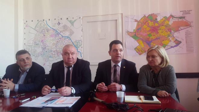 Viceprimarul Ganea si senatorul Radu Oprea, vizita de lucru la Ministerul Tineretului si Sportului. Vezi aici motivul