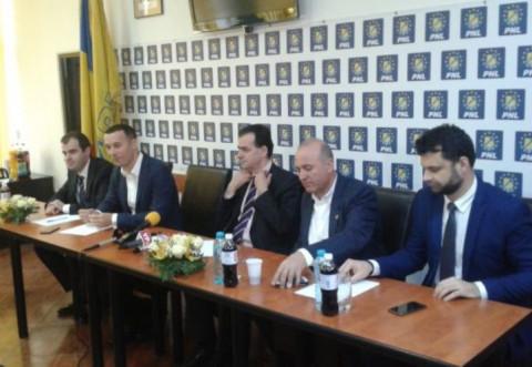 Iulian Dumitrescu vs. Ludovic Orban. Cine isi arata coltii in PNL?
