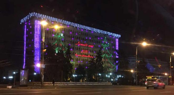 Licitaţie pentru iluminatul festiv de pe Palatul Administrativ din Ploieşti