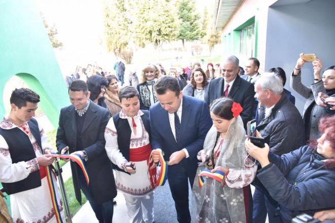 Bogdan Toader, alaturi de ministrul Educatiei, la inaugurarea gradinitei din Valenii de Munte