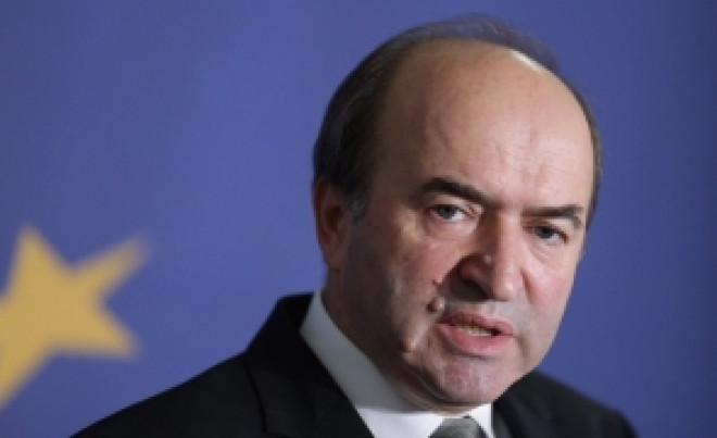 Replică acidă pentru Augustin Lazăr! Tudorel Toader pune punctul pe 'i': 'Procurorii sunt plasați sub autoritatea ministrului justiției'