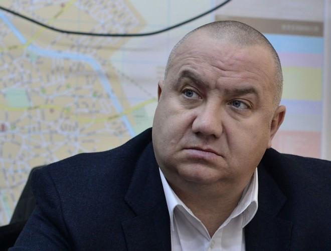 Viceprimarul Cristian Ganea îi face referat directorului CSM Silviu Crângașu