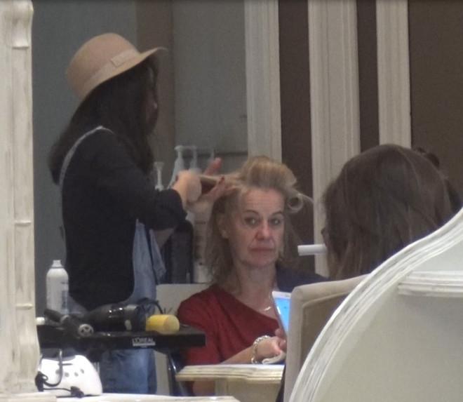 Ambasadoarea Olandei păcăleşte munca: 2 ore la coafor, ore de şuşoteli cu un agent al unui serviciu secret de informaţii. Stella Ronner are un program incredibil într-o zi de lucru!