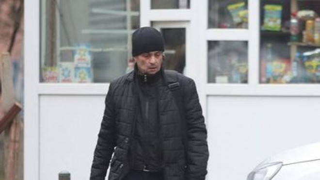 """BARLOGUL LUI PORTOCALA – Procurorul Mircea Negulescu a fost prins de paparazzi. """"Portocala"""" merge zilnic la un bloc in care locuiesc angajati din Ministerul Justitiei"""