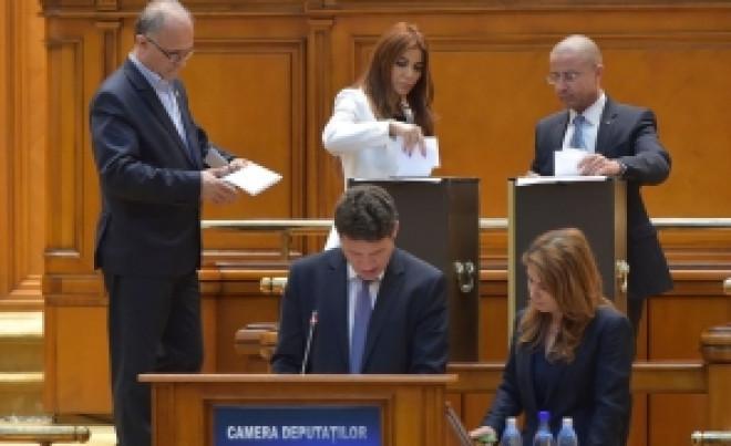 """Andreea Cosma, răspuns pentru deputatul Bichineţ: Portocală """"m-a paradit"""" în sensul că mi-a distrus cariera şi şansa de a avea încă un copil'"""