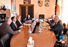 Bogdan Toader l-a primit la CJ pe ambasadorul Irlandei la București, Derek Feely. Discutii despre investitii irlandeze in Prahova