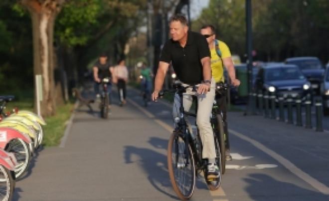 """Lovitura serii pentru Klaus Iohannis: Atac dur şi ironii fără precedent: """"L-a întors cu cheia pe bicicletă"""""""