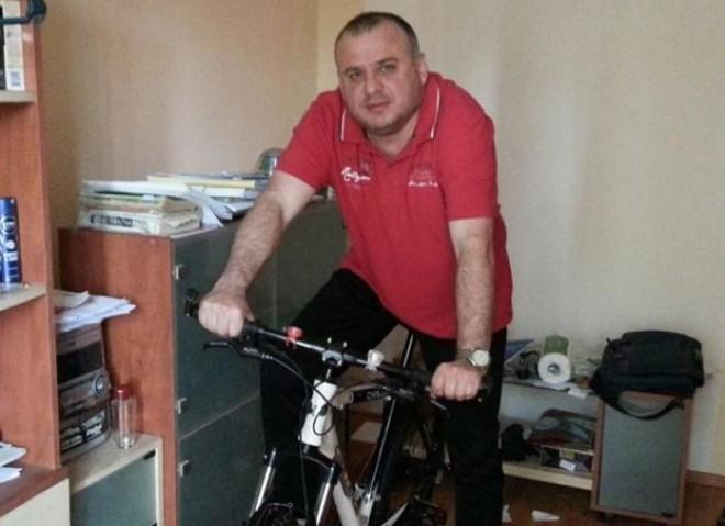 Alo, Iulian Dumitrescu! Colegul Adrian Ionica iti face PNL-ul de rusine pe Facebook!