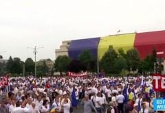 Steagul României pe clădirea Guvernului