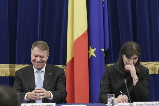 Iohannis vrea sa schimbe Constitutia numai sa n-o revoce pe Kovesi