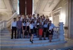 "Elevi de la ""LMV""  Ploiesti, in vizita la Parlament"