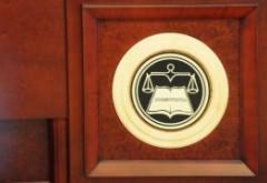 Iohannis ameninta judecatori de la CCR in stil mafiot!