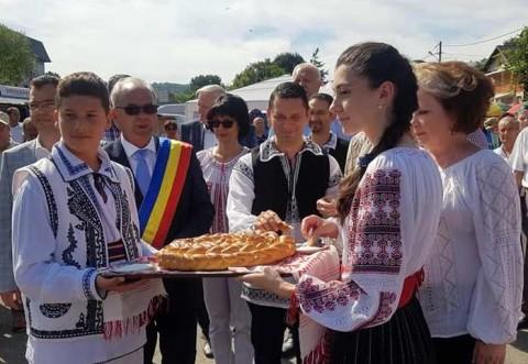 Conducerea CJ Prahova, deputati si primari, prezenti la Târgul tradițional de Sfânta Maria Mare - Vălenii de Munte