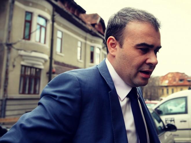 """Vâlcov către Iohannis: """"Nu iei bani în plus la rectificare ca să iti iei tu bucãtarul dupã tine oriunde te duci"""""""
