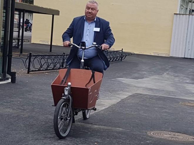 Viceprimarul Ganea ia exemplu de la suedezi: Ploieştiul se va dota cu autobuze electrice şi infrastructură pentru biciclete