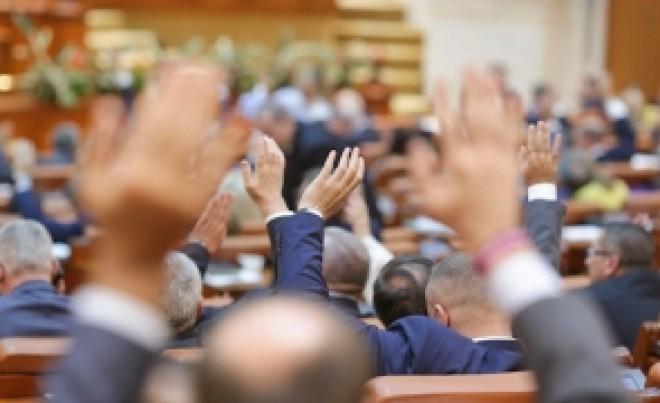 Senatul României a adoptat reducerea numărului de parlamentari la 300