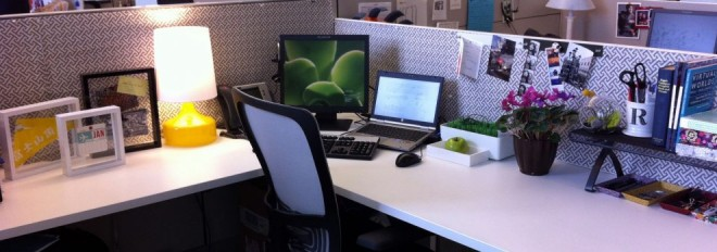 Cum să îţi aranjezi biroul: 7 trucuri pentru o atmosferă de lucru mai bună