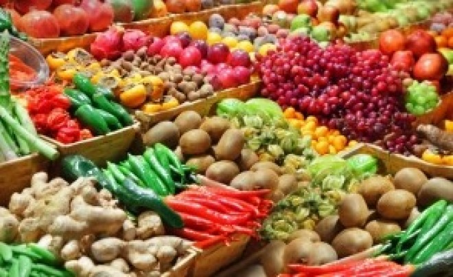Medicii AVERTIZEAZĂ: Pericolele ascunse din fructe și legume