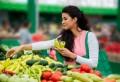Când vezi aceste etichete pe fructe, nu le cumpăra