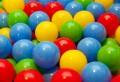 Stiai ca locurile de joaca cu bile pentru copii pot contine microbi periculosi