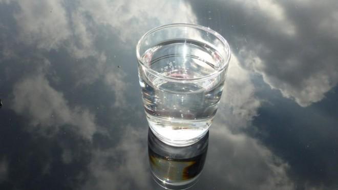 Apa de argint, efecte unice asupra organismului: Elimină virusuri, bacterii, ciuperci
